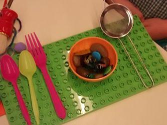 Imagen con una creación de un niño de 4 años: plato con comida.
