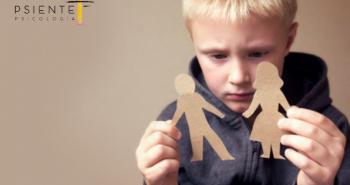 imagen de un niño triste por la separación de sus padres