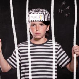 Imagen de un niño castigado con gran severidad