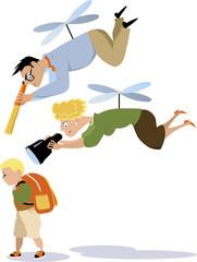caricatura de padres helicóptero vigilando lo que hace su hijo.